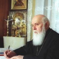 Патріарх Філарет у робочому кабінеті